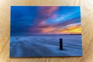 Stormstrand Terschelling strandpaal kopie© Photography by Marjolein Terschelling ansichtkaart